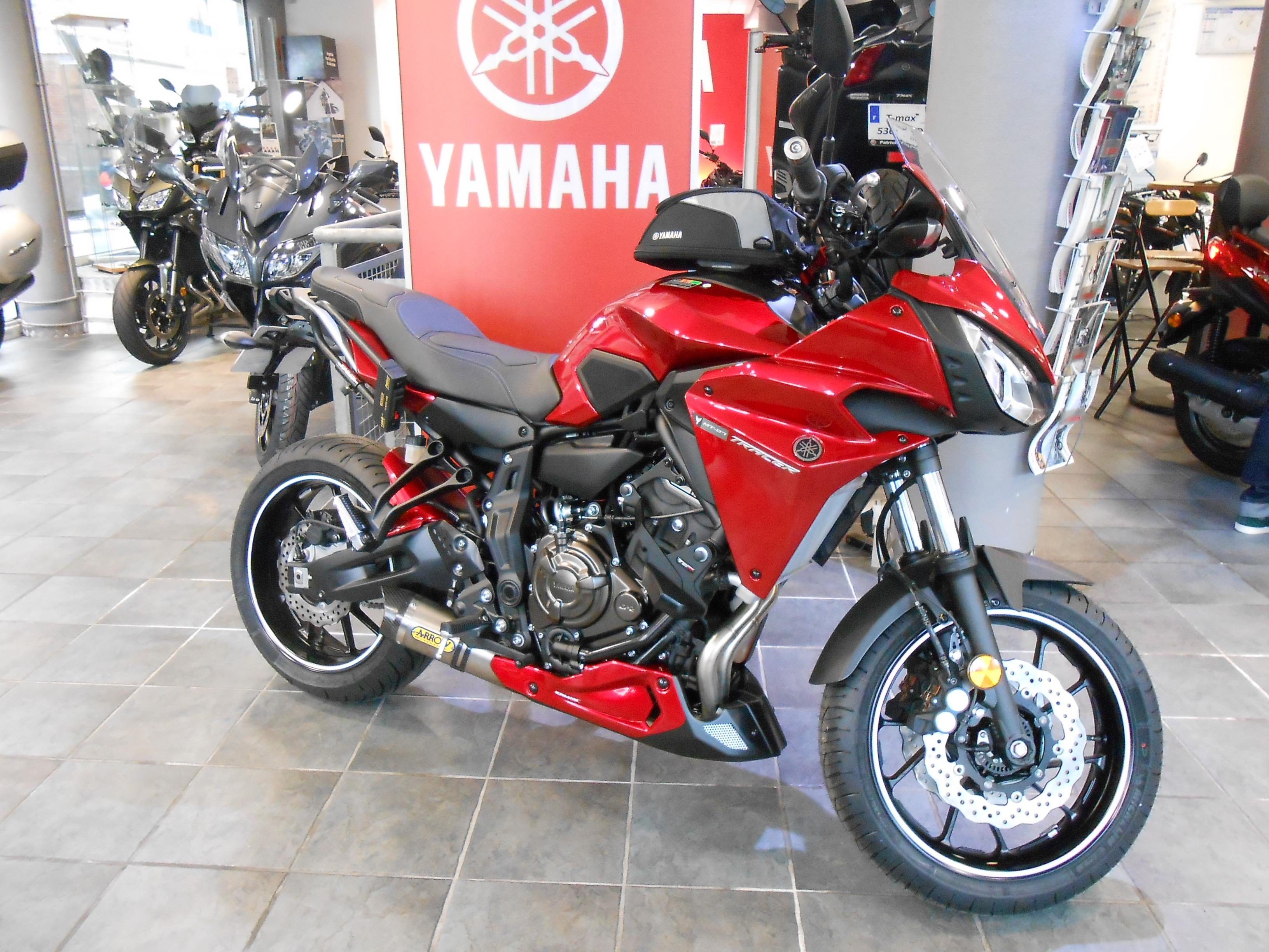 concessionnaire moto yamaha paris id e d 39 image de moto. Black Bedroom Furniture Sets. Home Design Ideas